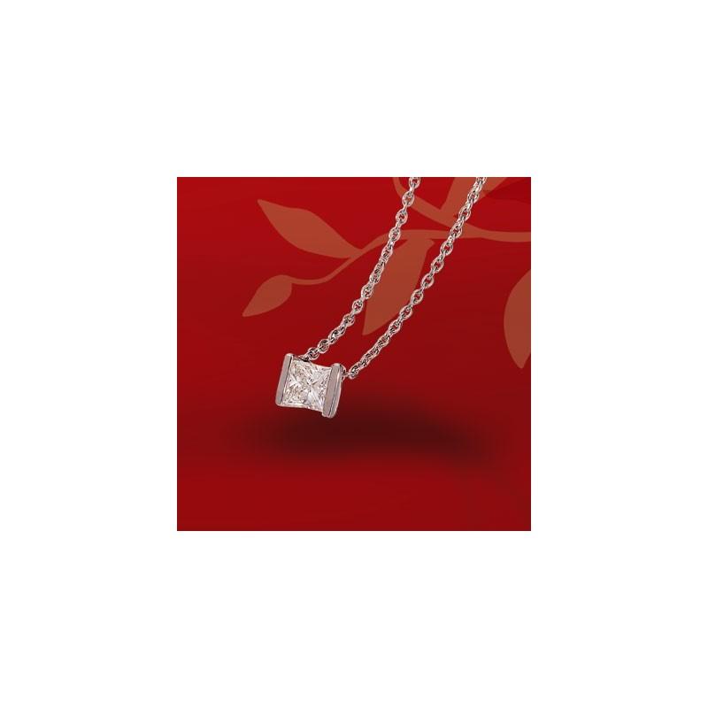 Collier pendentif diamant princesse